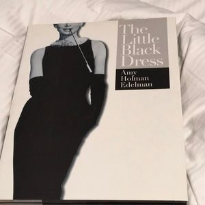 🔴 THE LITTLE BLACK DRESS BOOK